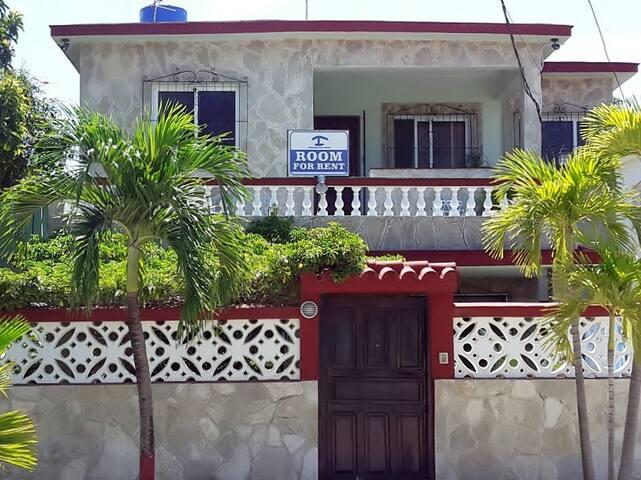 Casa de Liubis y Matteo (Apartamento 2 Guanabo)