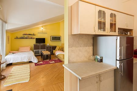 Room type: Entire home/apt Property type: House Accommodates: 3 Bedrooms: 0 Bathrooms: 1