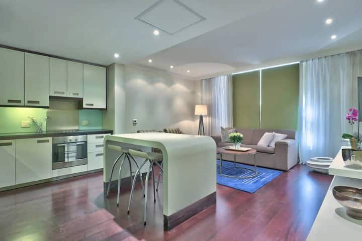 Elegant Apartment with Aircon, Pool & Gym