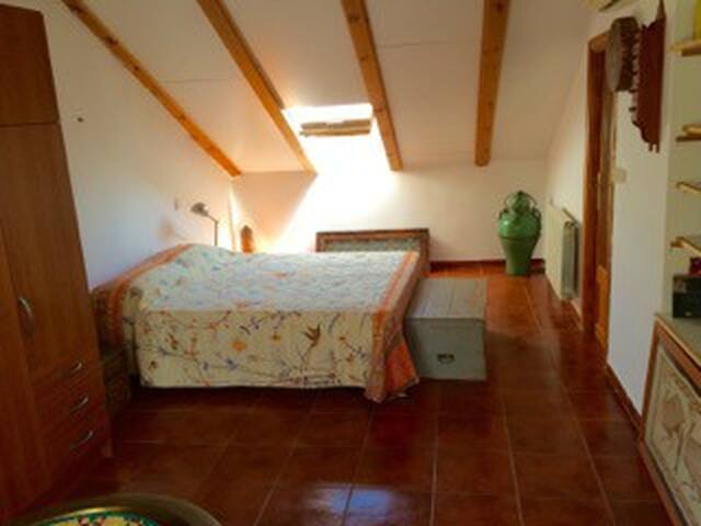 Dormitorio grande ensuite con wifi