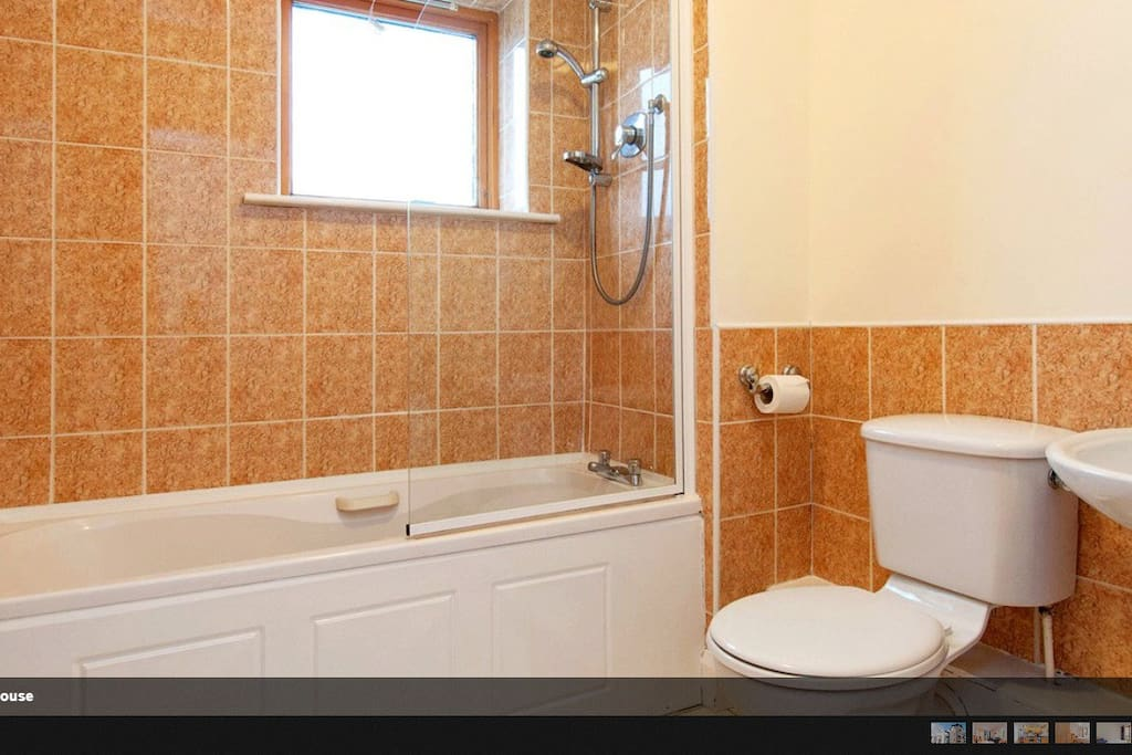 Bathroom - exclusive to guests