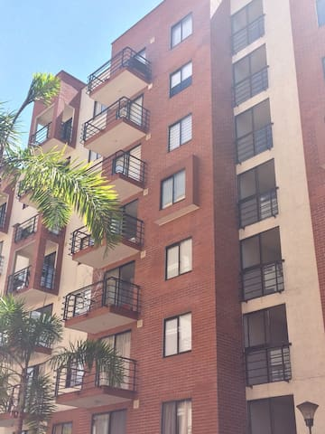 Espectacular y Comodo Apartamento - Pereira - Flat