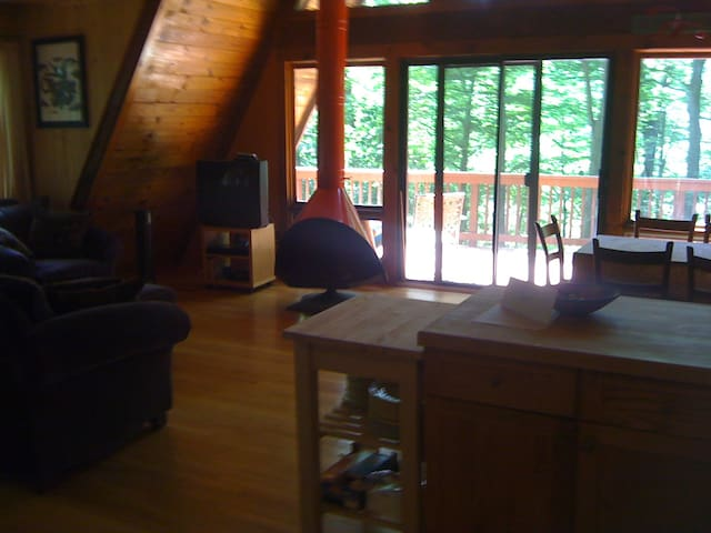 A-Frame Cottage off Candlewood Lake - New Milford - Huis