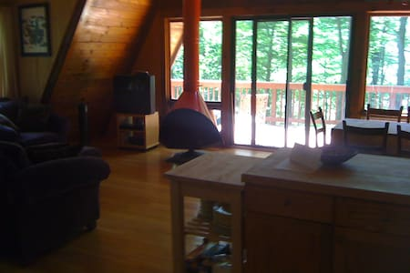 A-Frame Cottage off Candlewood Lake - นิว มิลฟอร์ด