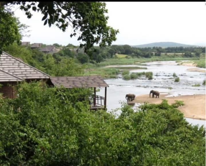 Modern Chalet at Ngwenya Lodge sleeps 4