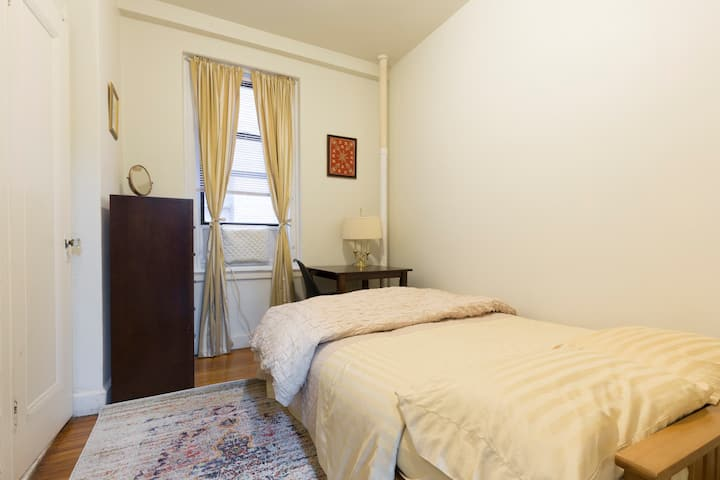 Small room with private bath in New York