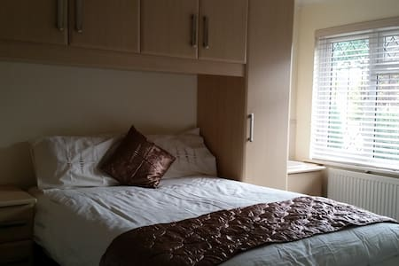 Double Room, 25 mins to London - Walton-on-Thames