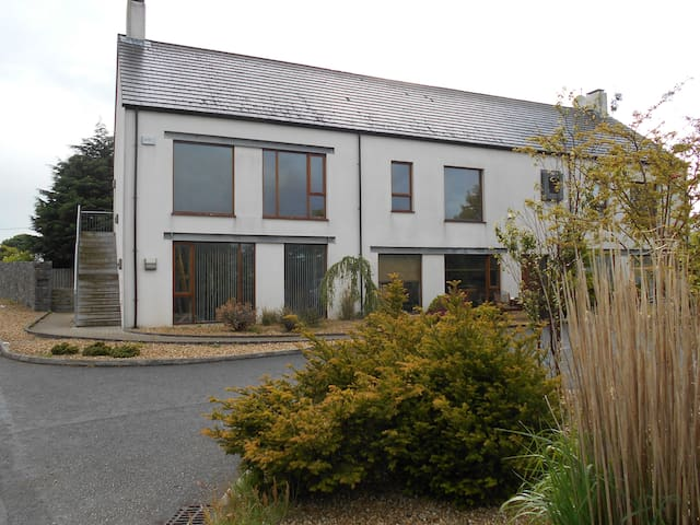 Modern two bed Apartment in great country location - Larne
