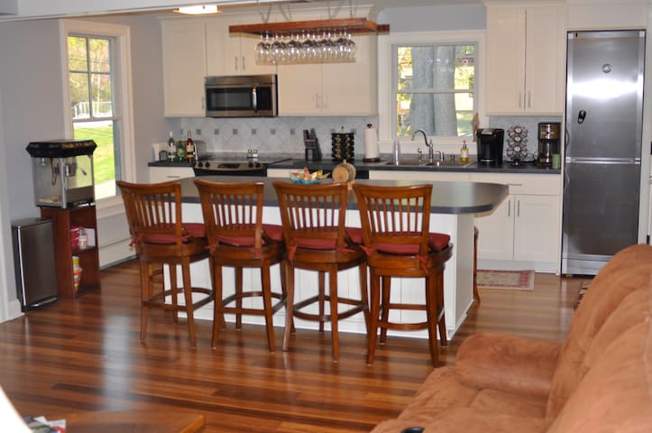 Great New England family getaway- amazing location - East Greenwich
