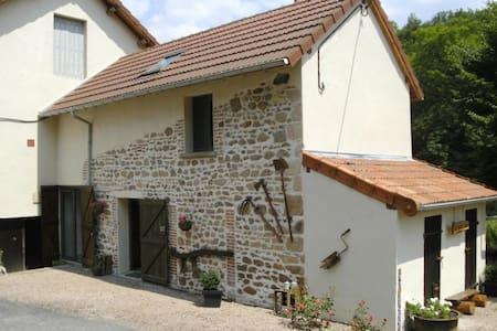 Gîte, rustig, bosrijk, met zwembad ADULTS ONLY - Le Breuil - บ้าน