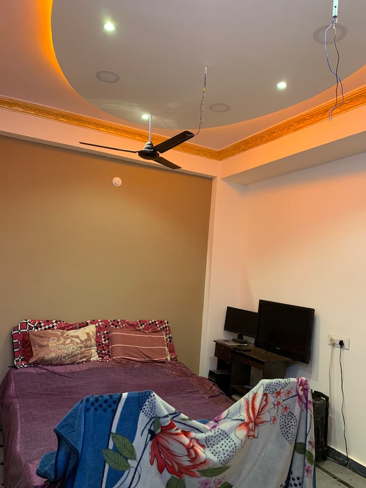 Cozy Private Room near Charminar in Hyderabad.
