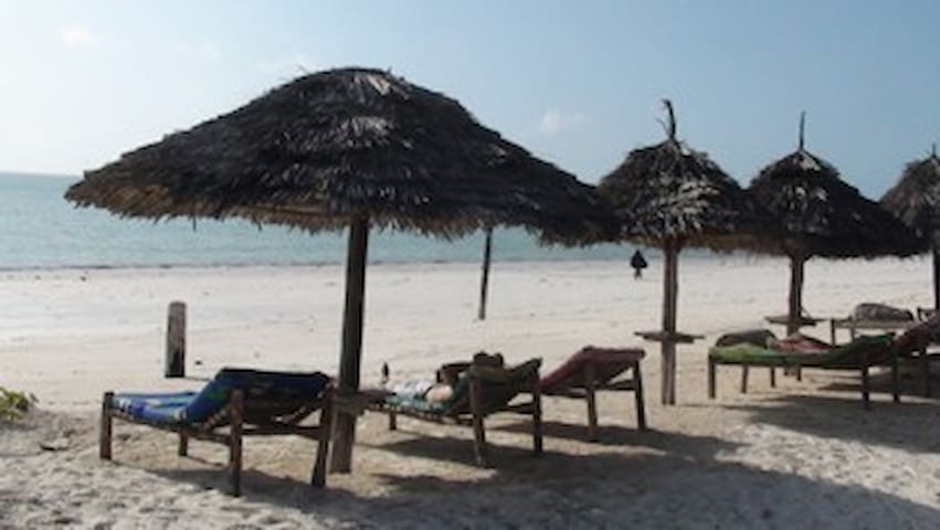 Helwa Zanzibar Beach Bungalows - Bwejuu - Penzion (B&B)