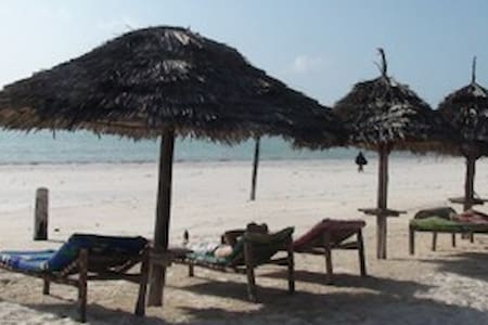 Helwa Zanzibar Beach Bungalows - Bed & Breakfast