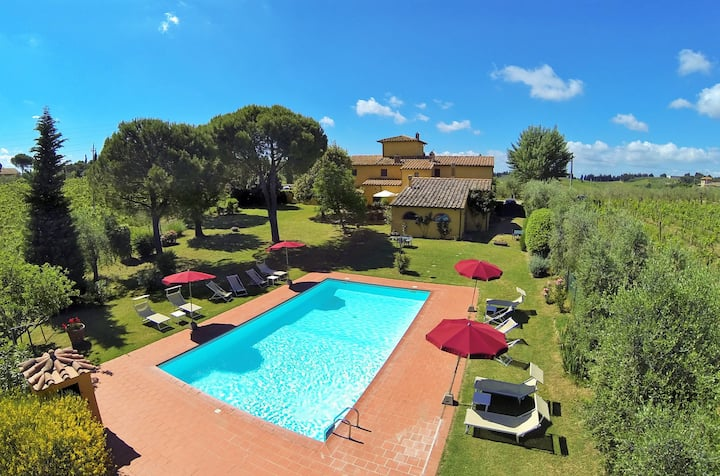 Tuscany   Wine farm with private pool   17 persons