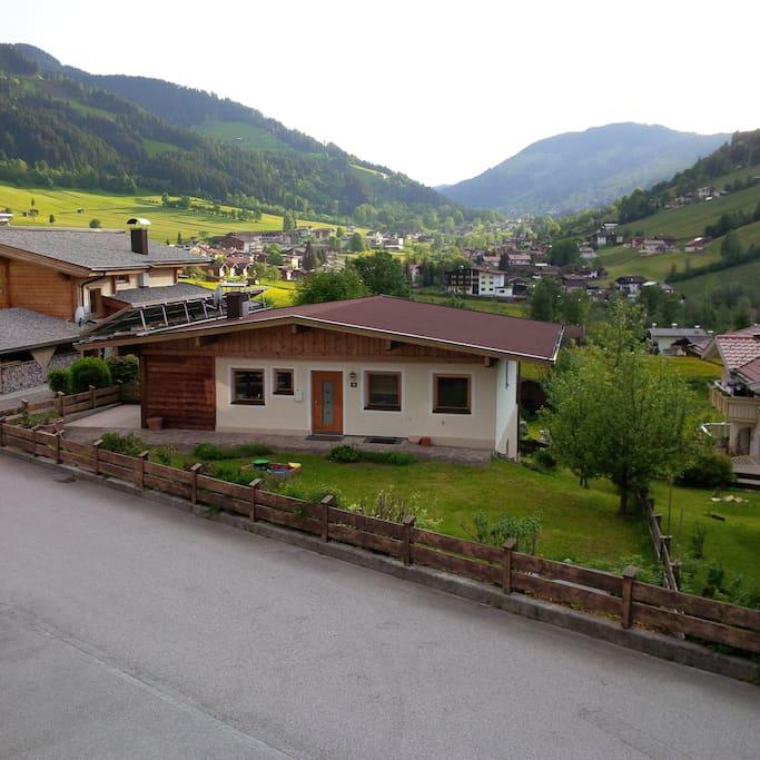 Herrlicher Ausblick in Richtung Oberau,sehr ruhige Lage und doch nur in ca. 5 Gehminuten im Zentrum!