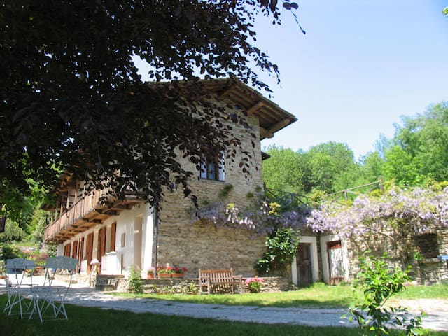 "Bed & Breakfast ""Cascina Moneia""    - Bagnolo Piemonte"