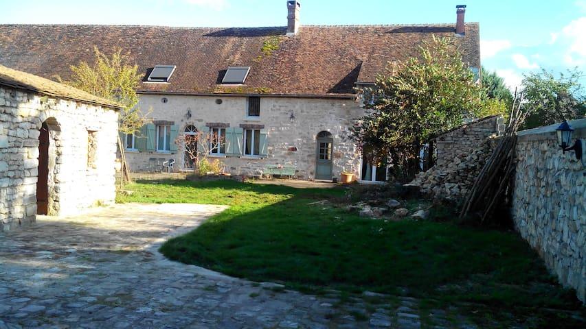 Ancienne ferme de chateau rénovée.