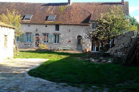 Ancienne ferme de chateau rénovée. - Villemaréchal - Casa