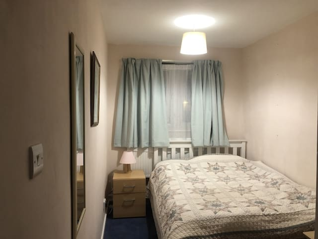 Double room close to Camden Market and transport