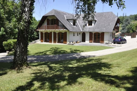 5 bedroom chalet with pool & tennis - Pouzac - Huis