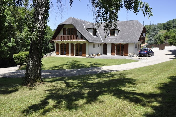 5 bedroom chalet with pool & tennis