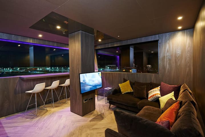Deluxe King Suite, Bloc Hotel Gatwick Airport