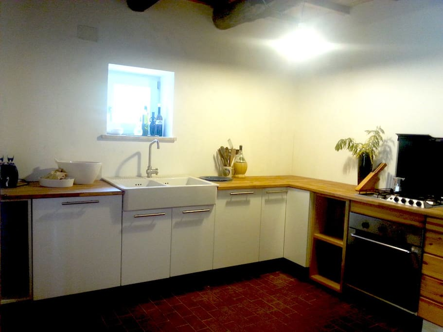 fully furnished kitchen with back porch