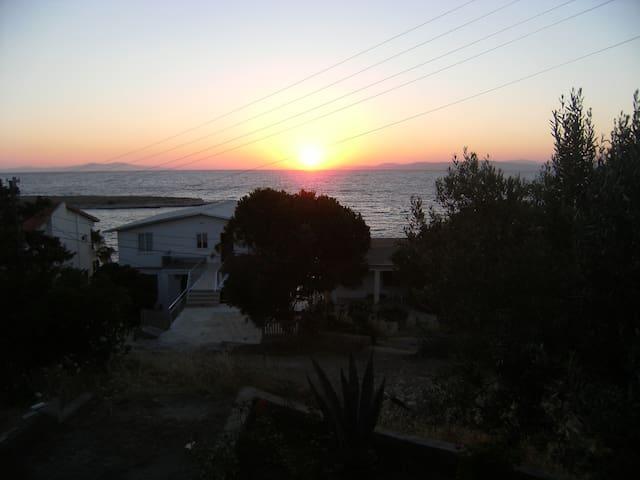 Unique Paradise Facing The Sea - Karaburun - Hus