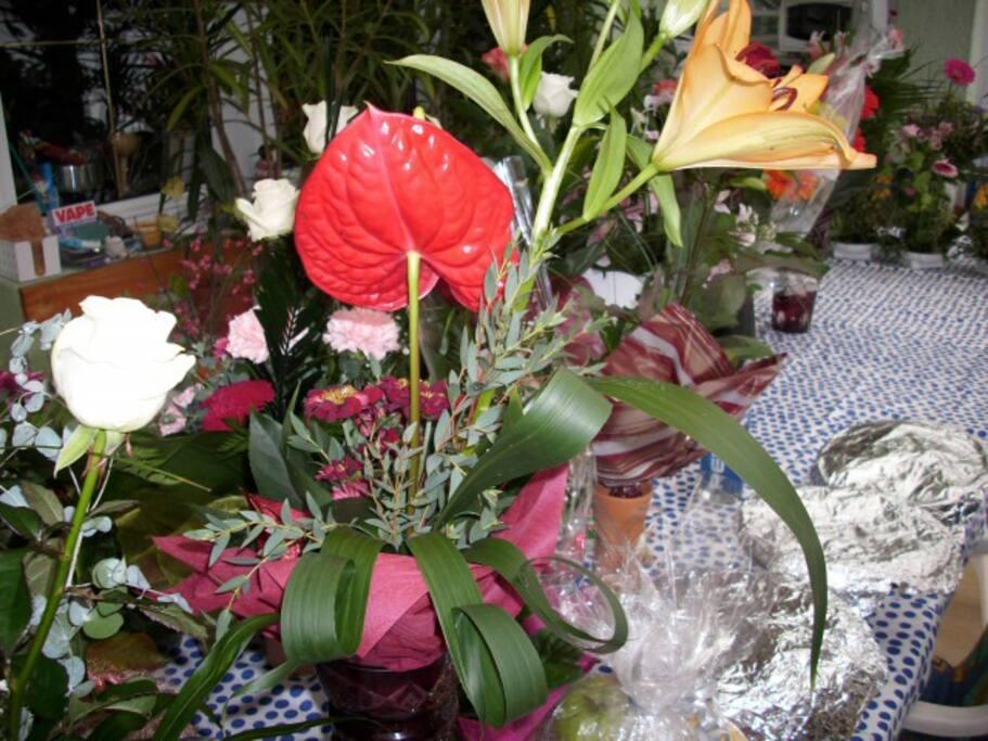 A 100 éves születésnapjára kapta a virágokat