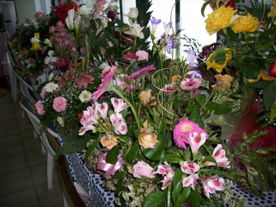 A 100 éves születésnapjára kapta a sok virágot