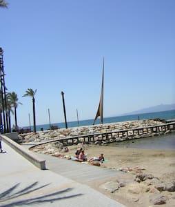 estudio primera linea de playa - サロウ - アパート