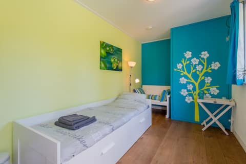 cosy room 1 or 2 bed near amsterdam