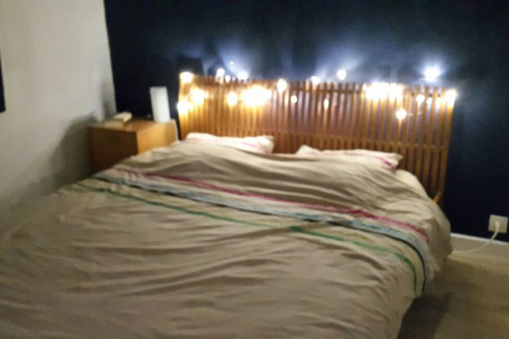 Chambre grand lit pour court s jour apartments for rent for Translate chambre