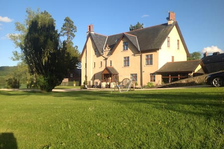 Dog Friendly  Usk Valley - Llanvair kilgeddin  - Bed & Breakfast