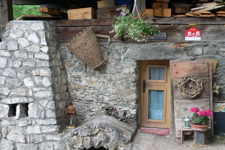 Charming B&B in the Alps - Pinsec - Hytte (i sveitsisk stil)