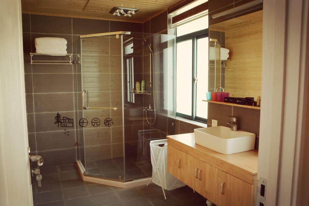 二楼三人间,浴室