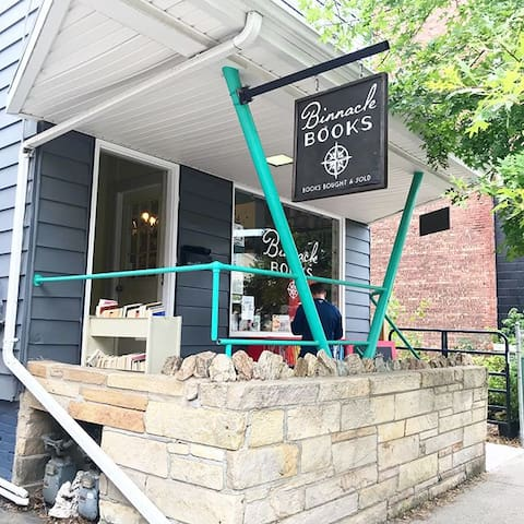 Bookstore hideaway in Beacon (next to a garden)