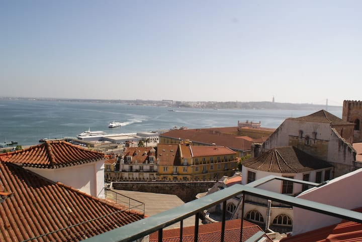 Luxury Apartment with Amazing River View - Alfama