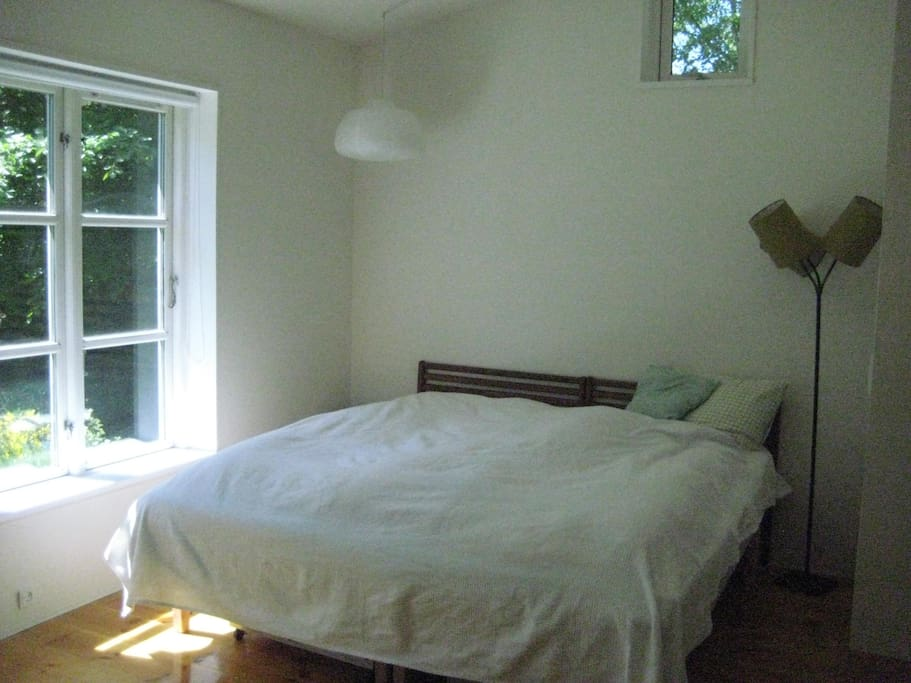 Great bedroom with doublebed and good matresses.