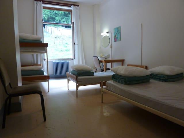 chambre familiale (5 personnes ) - Dinant - วิลล่า
