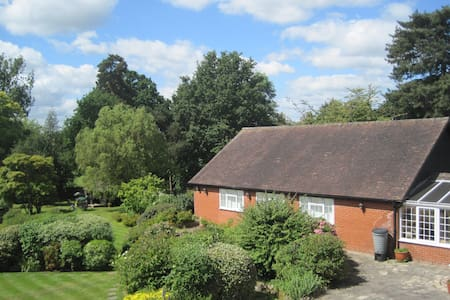 Lavender Cottage beautiful gardens - Yalding