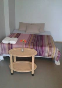 Modern 1-Room apt with sauna & balcony near center - Tampere - Apartamento