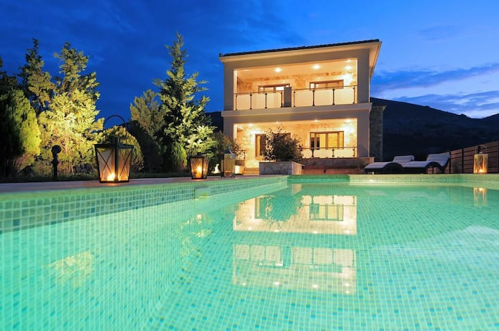 3BR Villa with Pool, By UniqueVillas