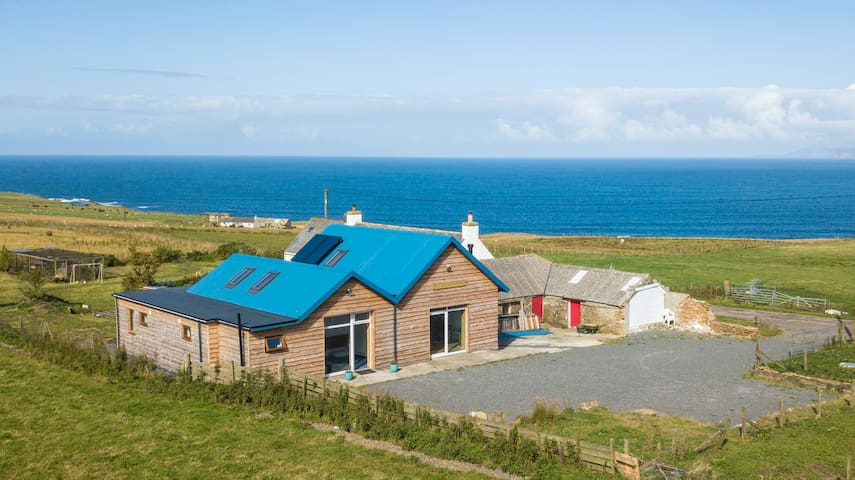 We are 5 miles from John O'Groats and 5 mins from Gills ferry.We can sleep 6 & 4 in private rooms with en-suite shower room. Our large open plan lounging area is perfect for friends and families to cook and relax  after a days adventuring the NC500.