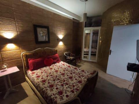 💕Hyggelig og romantisk leilighet i Alger sentrum💖