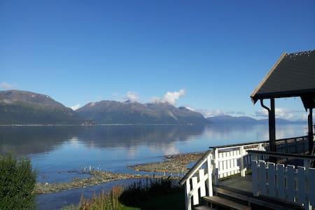 Idyllic cabin with sauna - Svensby, Lyngen alps - Ullsnes - Cabana
