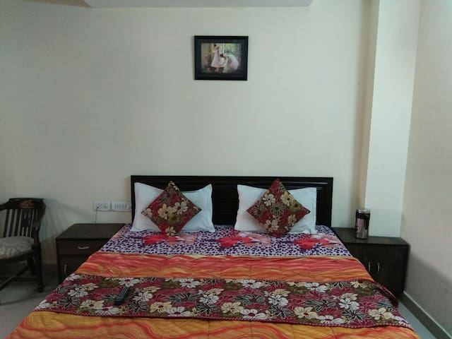 Backpackers' paradise in Paharganj for 2 guests
