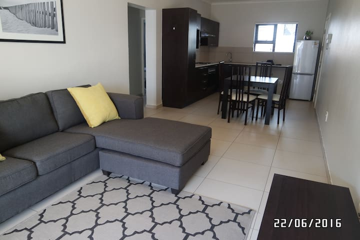 Modern 2 bedroom apartment in a secure  complex - Fourways