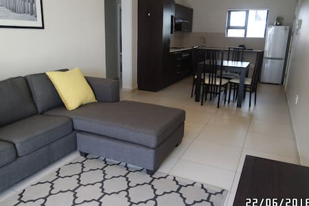 Modern 2 bedroom apartment in a secure  complex - Fourways - Lakás