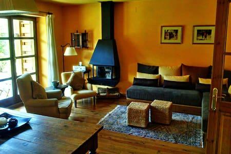 Acogedora casa  ideal familias - Bor - House